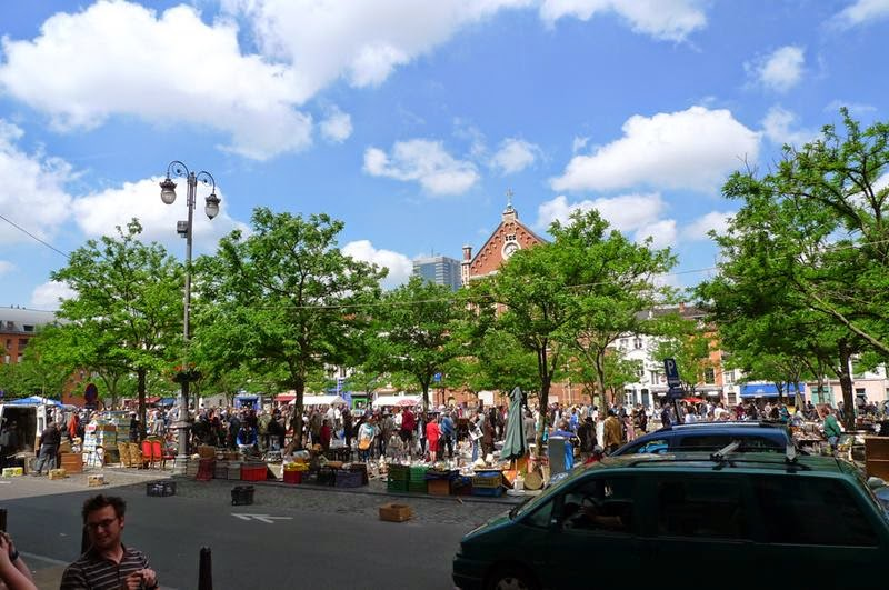 Flea Markets in Brussels, Belgium for lovers of art and antiques. — If there is any place where you can meet the real soul of Brussels, this is the flea market Jeu de Balle.