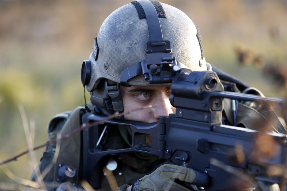Allemagne German+Bundeswehr+armed+forces+soldier+4th+company++mechanized+infantry+battalion+411+Viereck+shouts+commands+a+firefight+insurgents++International+Security+Assistance+Force+%2528ISAF%2529+nato++%25284%2529
