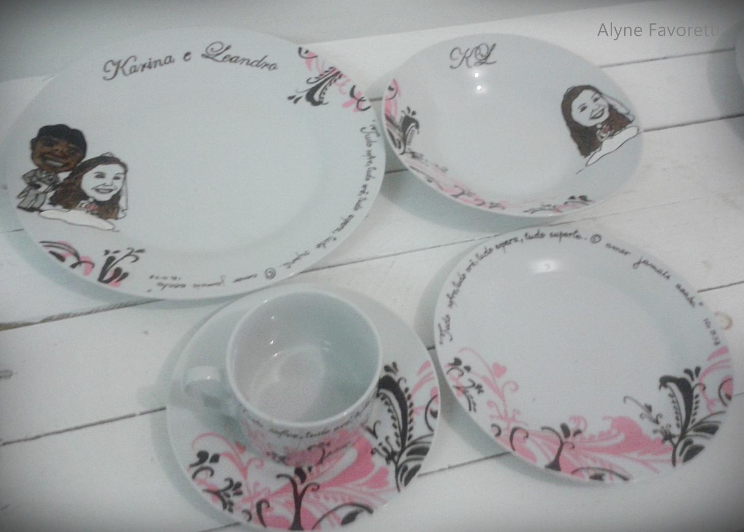 : Aparelho de jantar personalizado com arabescos para 02 pessoas #6B5158 1473x1053