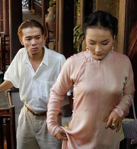 Phim Trò Đời tái hiện lại đời sống của những con người Việt Nam trong thời kì bị thói hóa những năm 1945, lúc đó người dân bị lu mờ bởi những ánh sáng đô thị của phương Tây, con người bị...