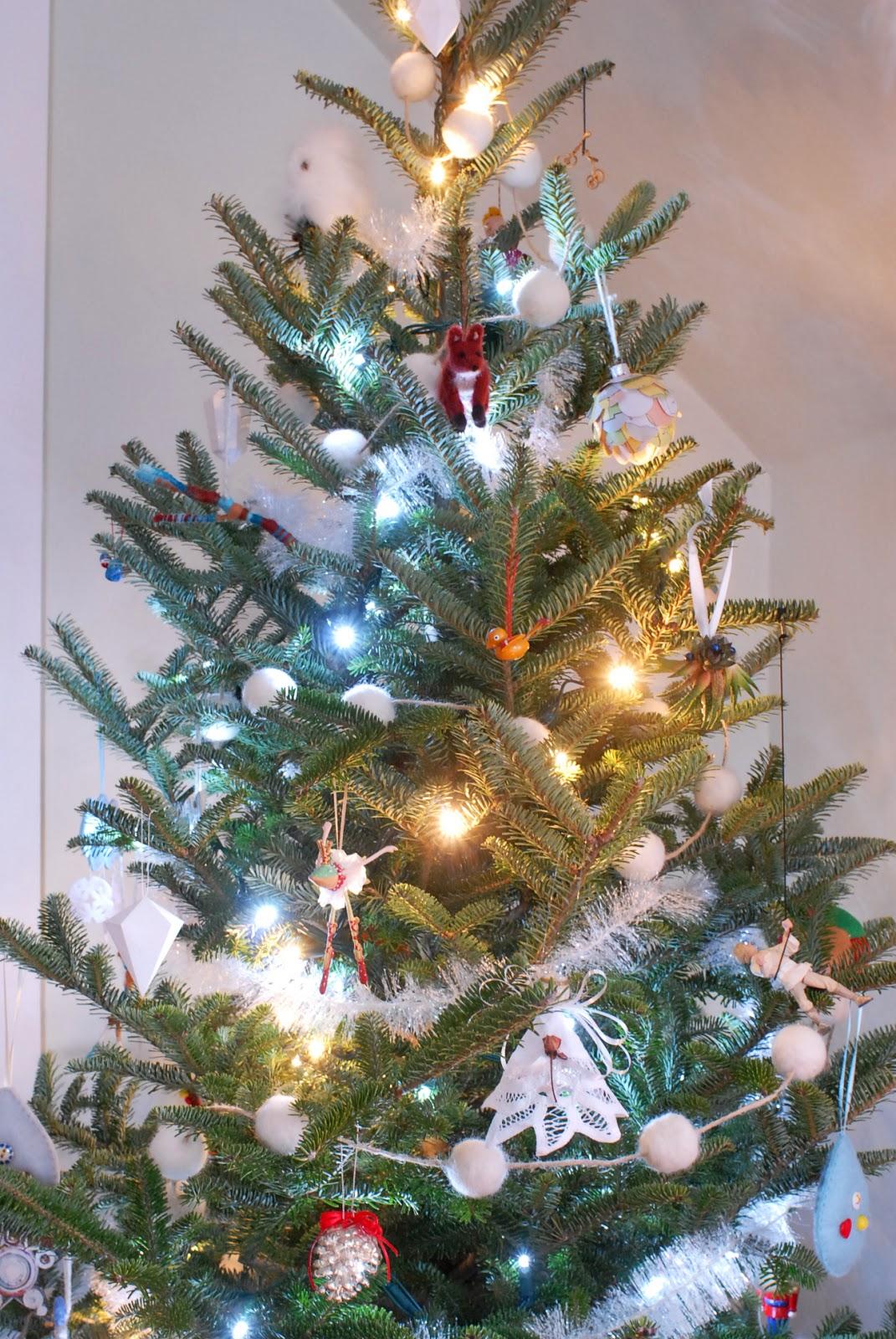 Decorate the christmas tree fa la la la - Luke Skywalker Is Grapple Hooking It Up The Right Side