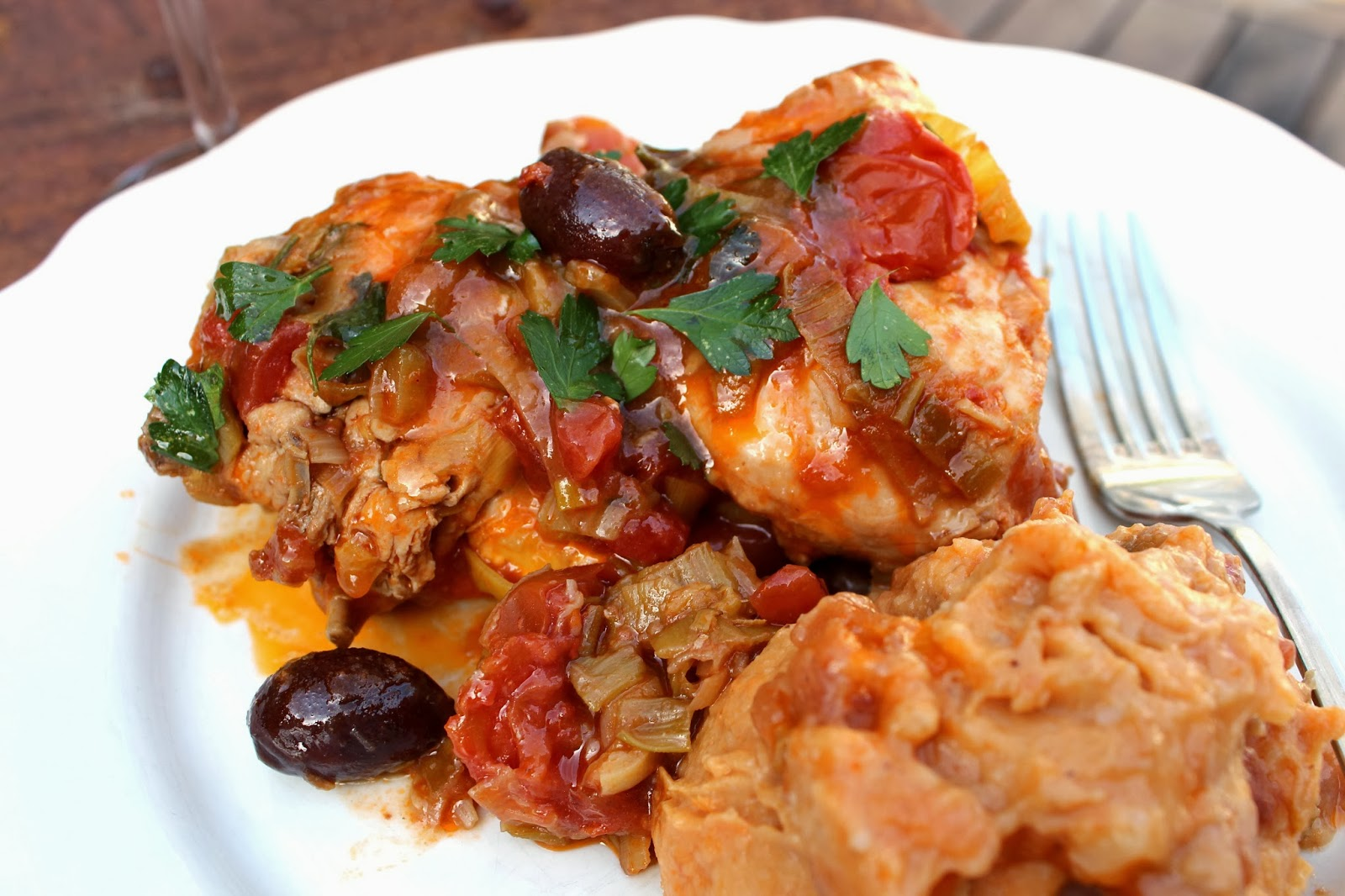 Healthy Chicken with Leeks Tomatoes and Olives | Desire Empire