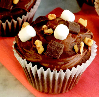Marshmallow cupcakes. Classic kids' cupcakes with a chocolate and marshmallow topping.