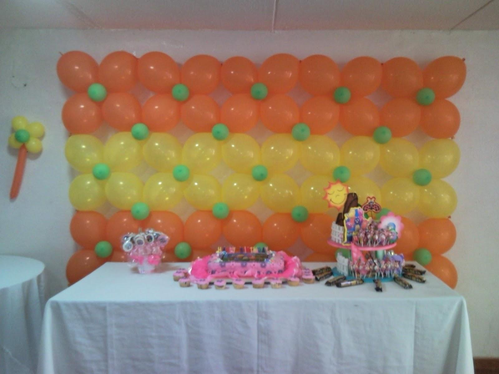 Como colocar flor de globo en paredes decoracion con for Decoracion con globos