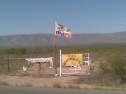 Morena en cada rincón de México: bandera cerca de Monclova (morena en la carretera mediano)