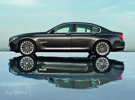 Bmw manual october 2011 as an exciting example of its efficientdynamics engineering philosophy bmw announced the north american debut of the 7 series with a fandeluxe Images