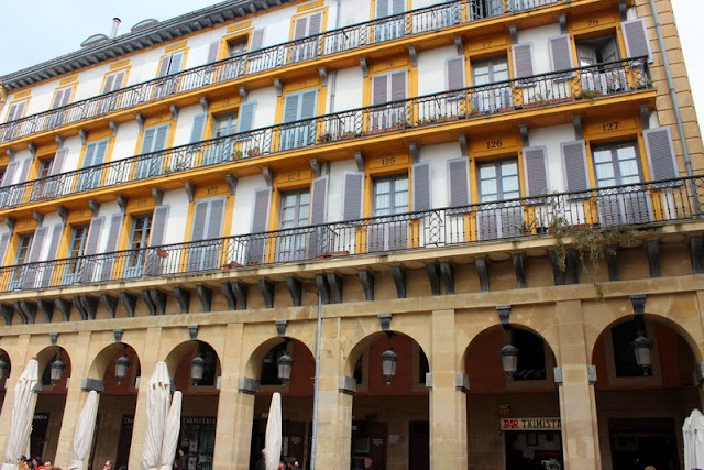 Balcones de la plaza de la Constitución de San Sebastián
