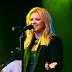 Clipe de 'Heartbeat Song' de Kelly Clarkson