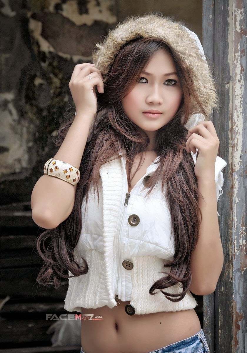Foto Amalia Anggraini Hot Model Majalah FaceMagz