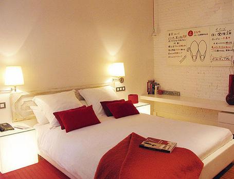 Como iluminar dormitorios matrimoniales diseno de interiores - Iluminacion apliques de pared ...