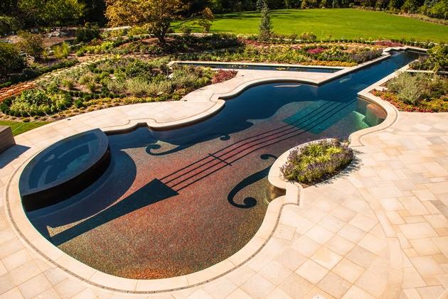 Desain kolam renang unik berbentuk biola oleh vinda ho t