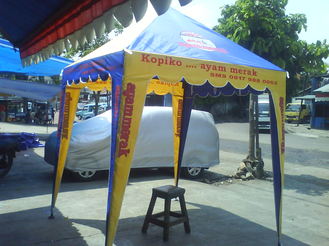 Tenda Piramid Kuning