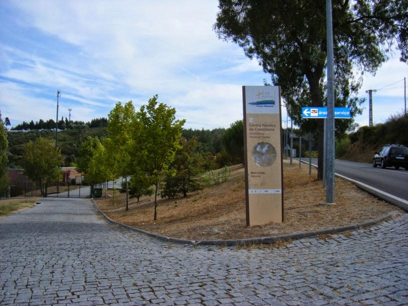 Placa Centro Náutico de Constância á beira da N3