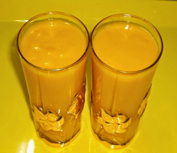 Mango milkshake in serving glasses