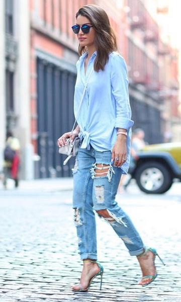 calça jeans rasgada camisa larga