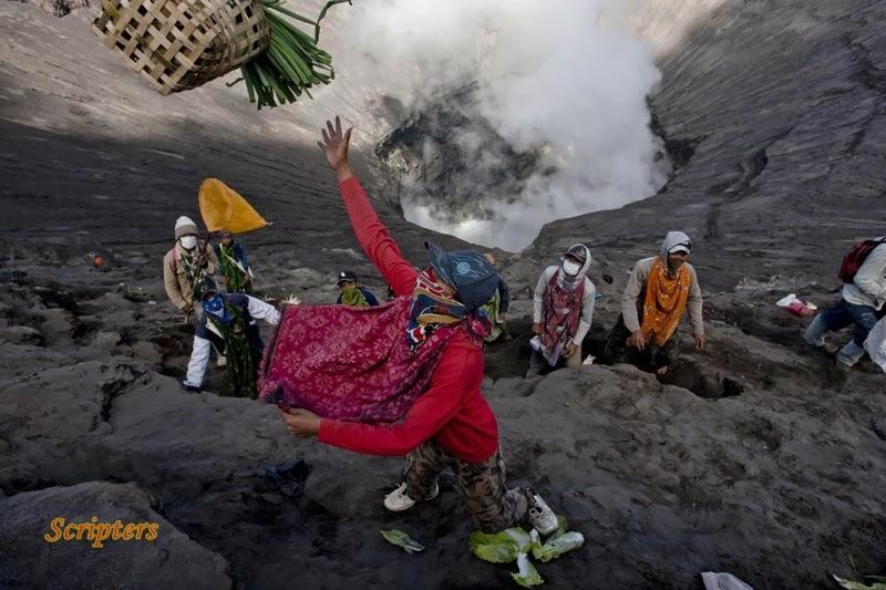 Sanggup Curi Makanan Di Kawah Gunung Berapi