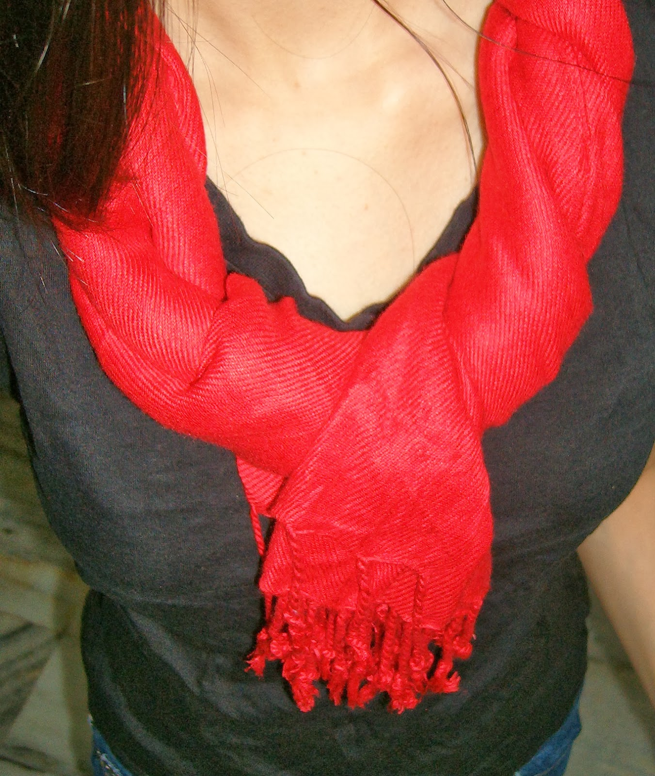 pashmina, how to wear scarves in india, how to wear pashminas, red scarf, double know in scarves