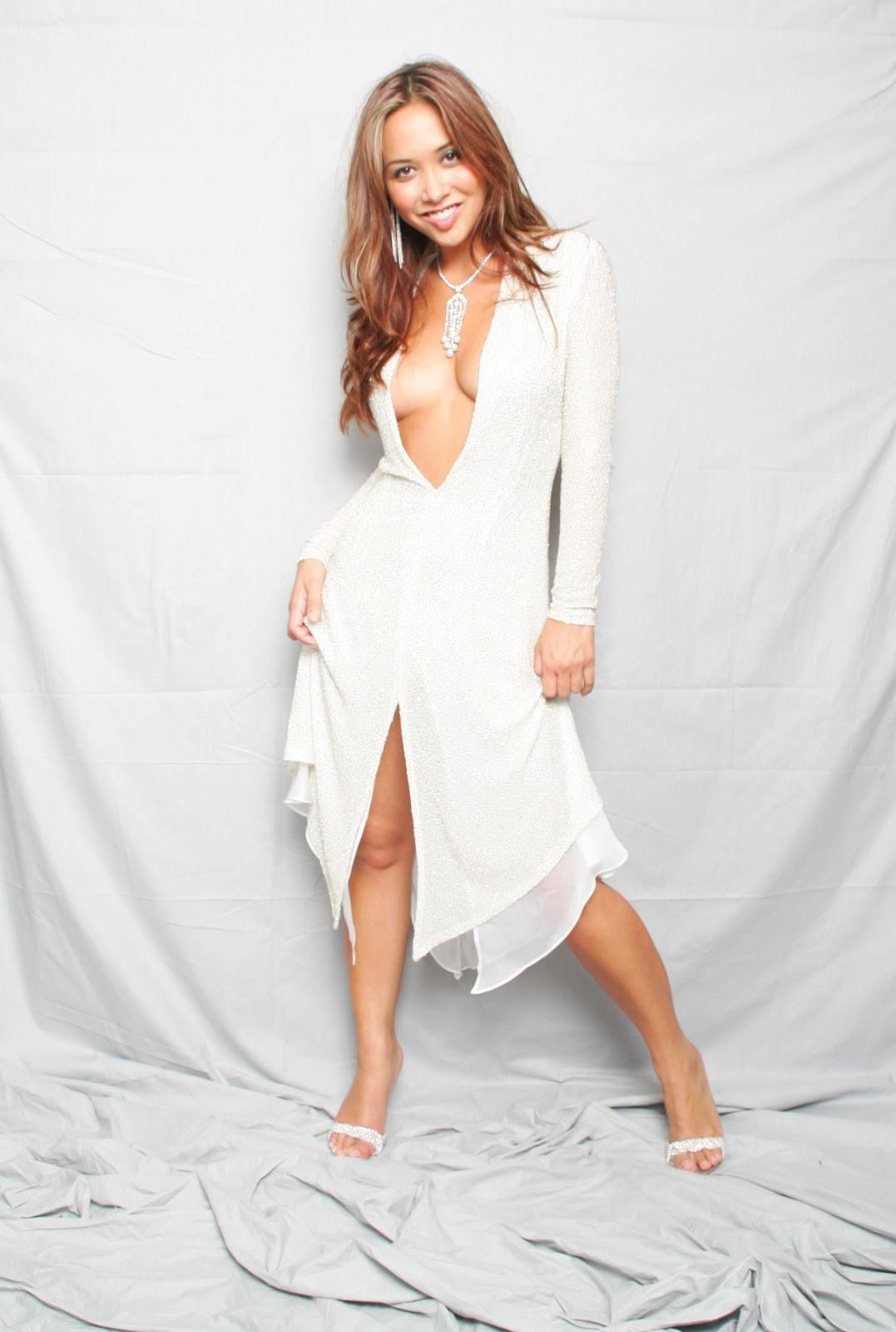 http://3.bp.blogspot.com/-hNw8yGPkaY0/UAab9AkqIgI/AAAAAAAAOwk/96cRKUl5e0A/s1600/Myleene+Klass+Cleavage+-+Dez+Mighty+Photoshoot+07.jpg