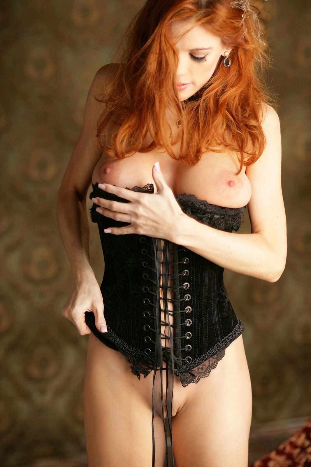 image Sexy red head babe gets her face and pusy fucked while her hubby watches