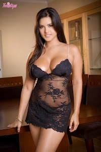 Sunny Leone Candid photoshoot in Black Lingerie