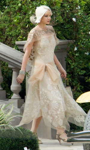 to wear - The gatsby great fashion daisy video