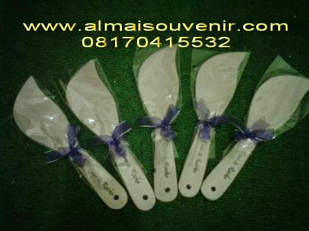 souvenir centong daun putih