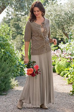 How to dress for an outdoor wedding in fall? | Sweet Additions