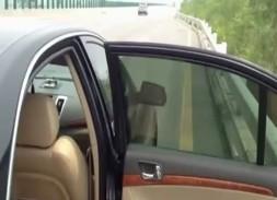 จอดรถเปิดประตูเย็ดกันบนถนนหลวง xxxกันกลางวันแสกๆรถผ่านไปมาช่างกล้าจริงๆ!!