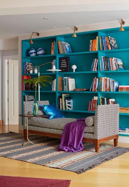 libreria pintada color turquesa