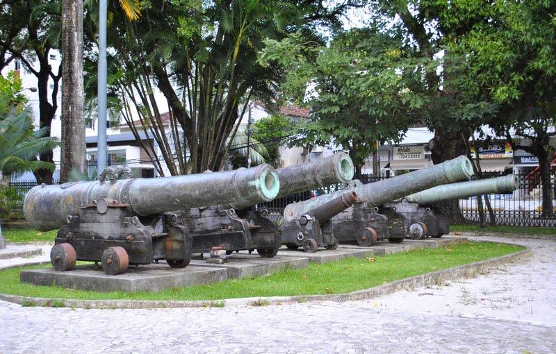 Coleção de canhões portugueses e holandeses do século XVII