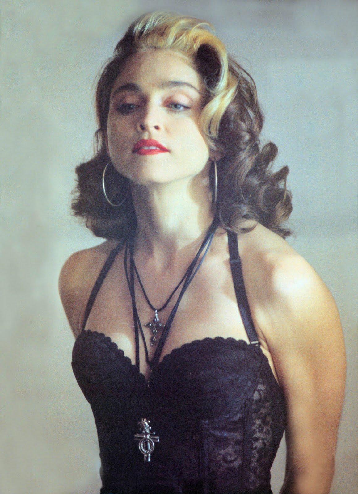 http://3.bp.blogspot.com/-hP8uoiRnpd8/TVaGntmy-_I/AAAAAAAABx4/5C44upy7-ik/s1600/pepsi-madonna-1989.jpg