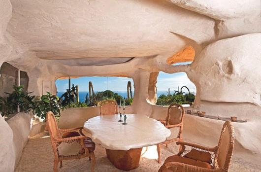 Flinstones contemporart residense in Malibu