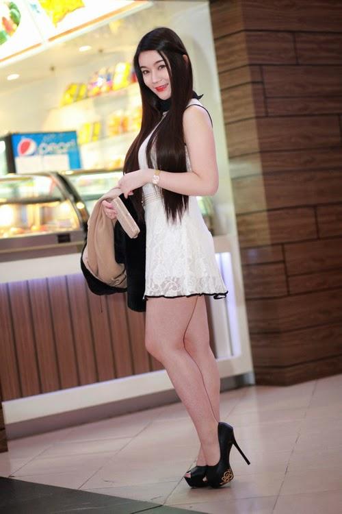 Người đẹp chân dai mặc váy siêu ngắn gợi cảm