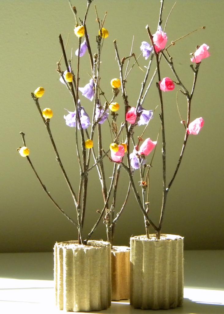 Ramas de rbol con flores de papel seda - Decorar con papel ...
