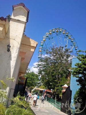 Enchanted Kingdom Wheel of Fate Ferris Wheel