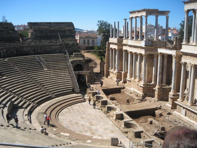 Baños Romanos Andalucia:Memorias onubenses: XXIV- EL TEATRO ROMANO DE MÉRIDA