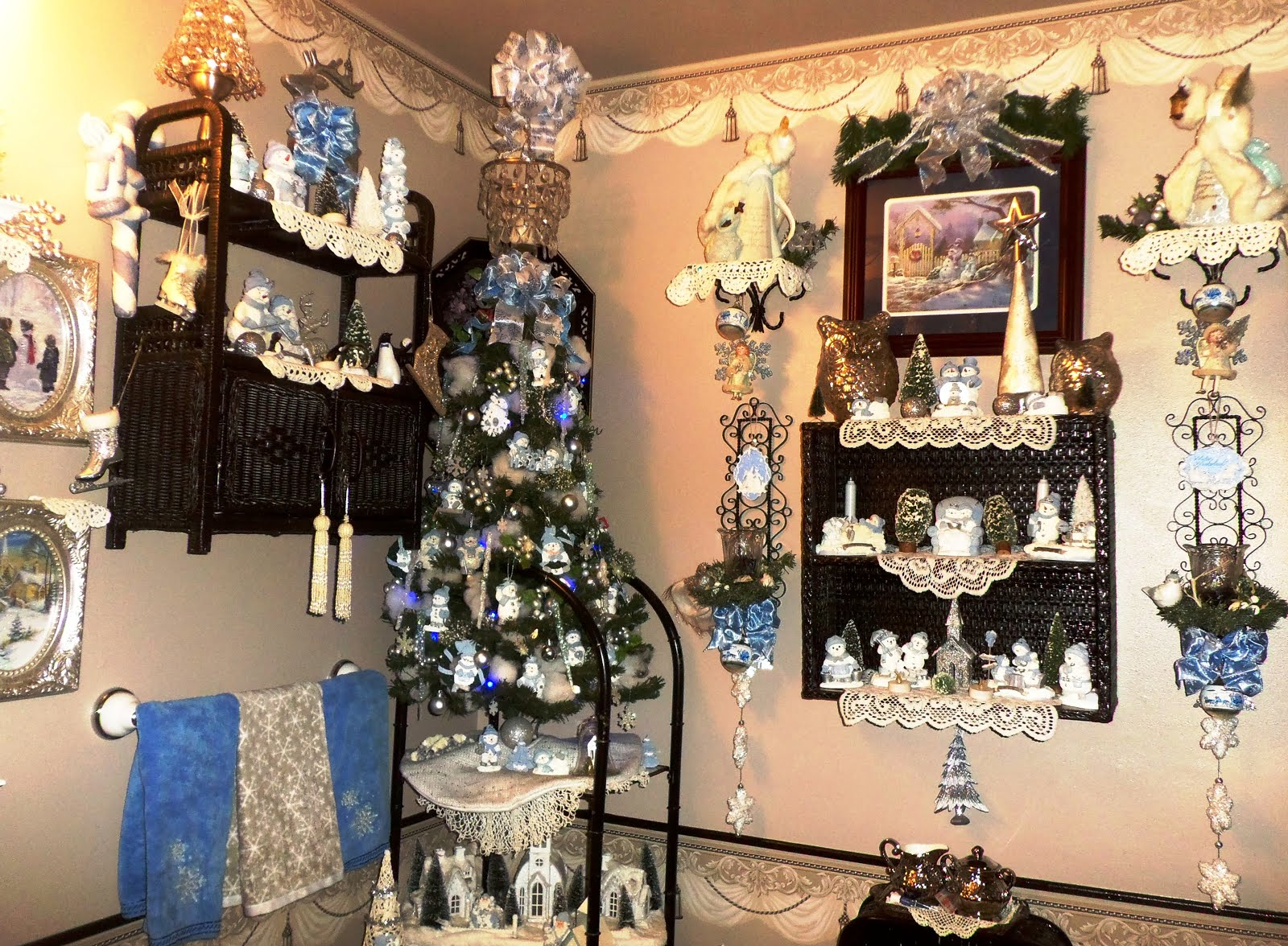 Christmas in the Powder Room, Christmas Home Tour 2015