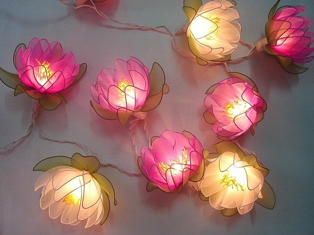Светильник из капроновых цветов