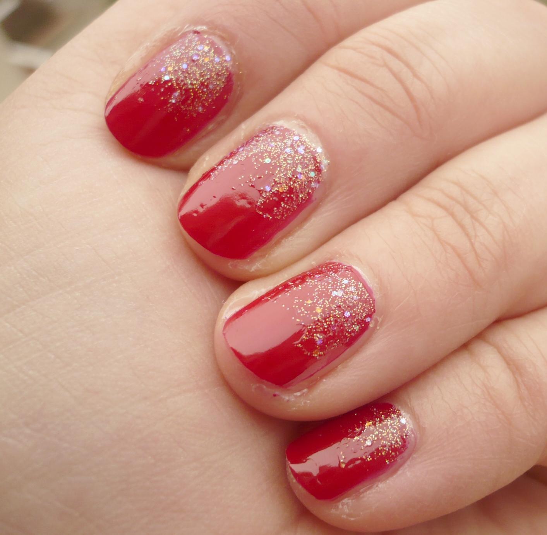 Quelques grammes de glam manucure festive en rouge et or - French manucure rouge ...