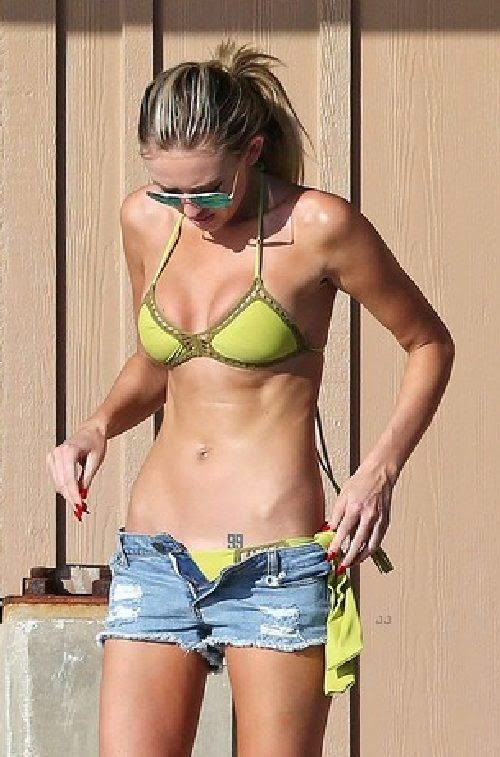English: Paulina Gretzky Yellow Bikini Lahaina Hawaii