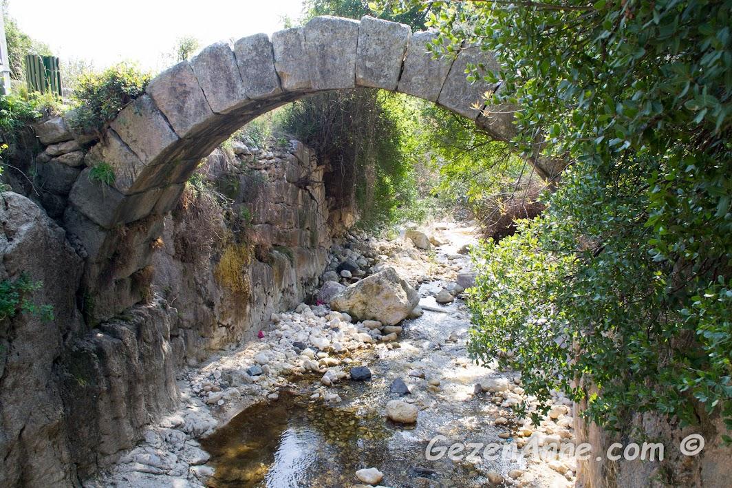Titüs tüneli yanındaki taş köprü, Samandağ Hatay