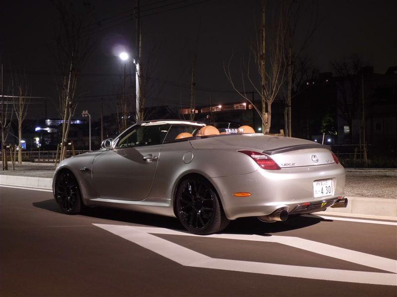 Lexus SC430 Z40, japoński sportowy samochód, motoryzacja, jdm, zdjęcia, fotki, photos, tuning, nocna fotografia, samochody nocą, po zmroku, auto, V8, RWD