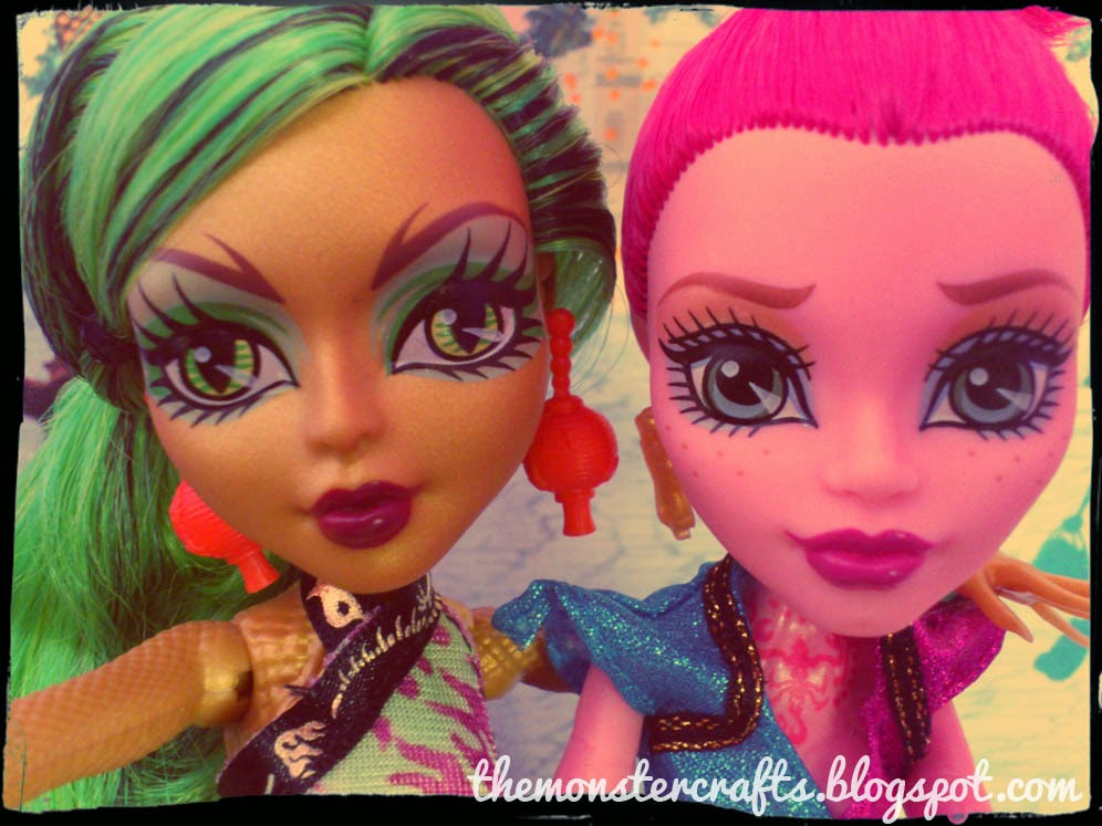 Doll selfie Jinafire Long and Gigi Grant