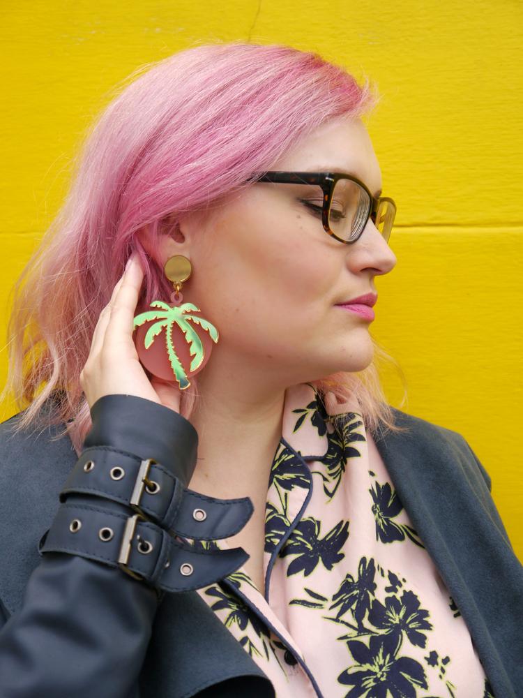 Lou Taylor, tropical style, palm tree earrings, hula style, hawaiian shirt, pink hair, graffiti art, giveaway, jewellery giveaway, win