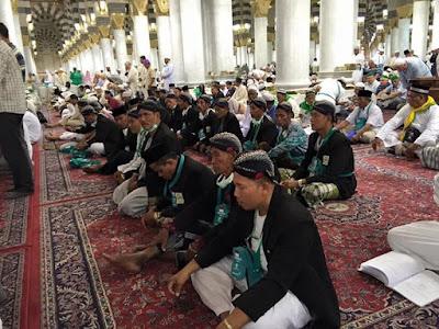 Unik, Jama'ah Haji Nusantara I'tikaf di Masjid Nabawi Madinah Pakai Blankon