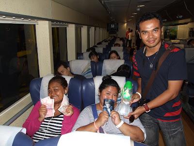เดินทางจากฮ่องกงกลับมาเก๊าด้วยเรือของโคไทเจ็ทครับ เข้าพักโรงแรม Golden Crown China Hotel
