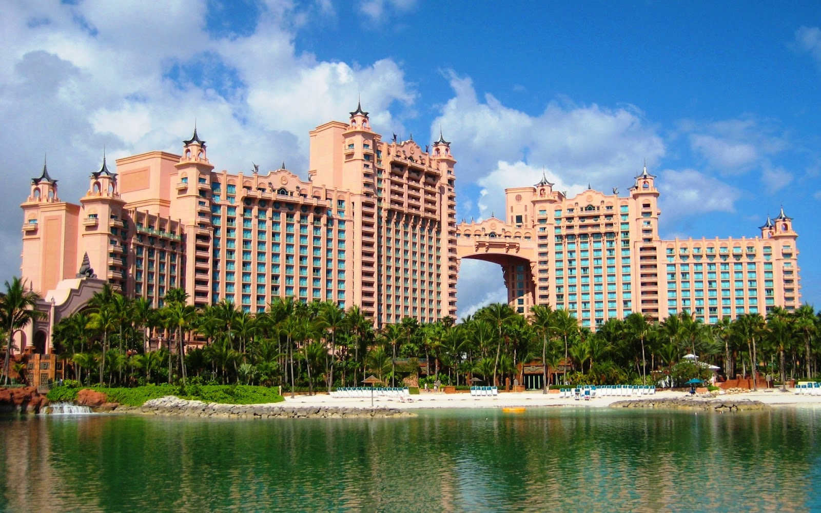 famous hotel in bahamas