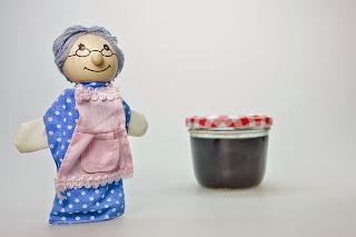 una bambola di pezza di una nonna