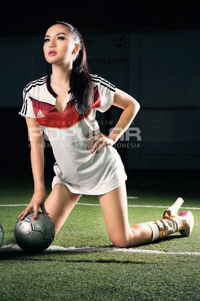 Seksinya Vicky Su di Popular Magazine June 2014