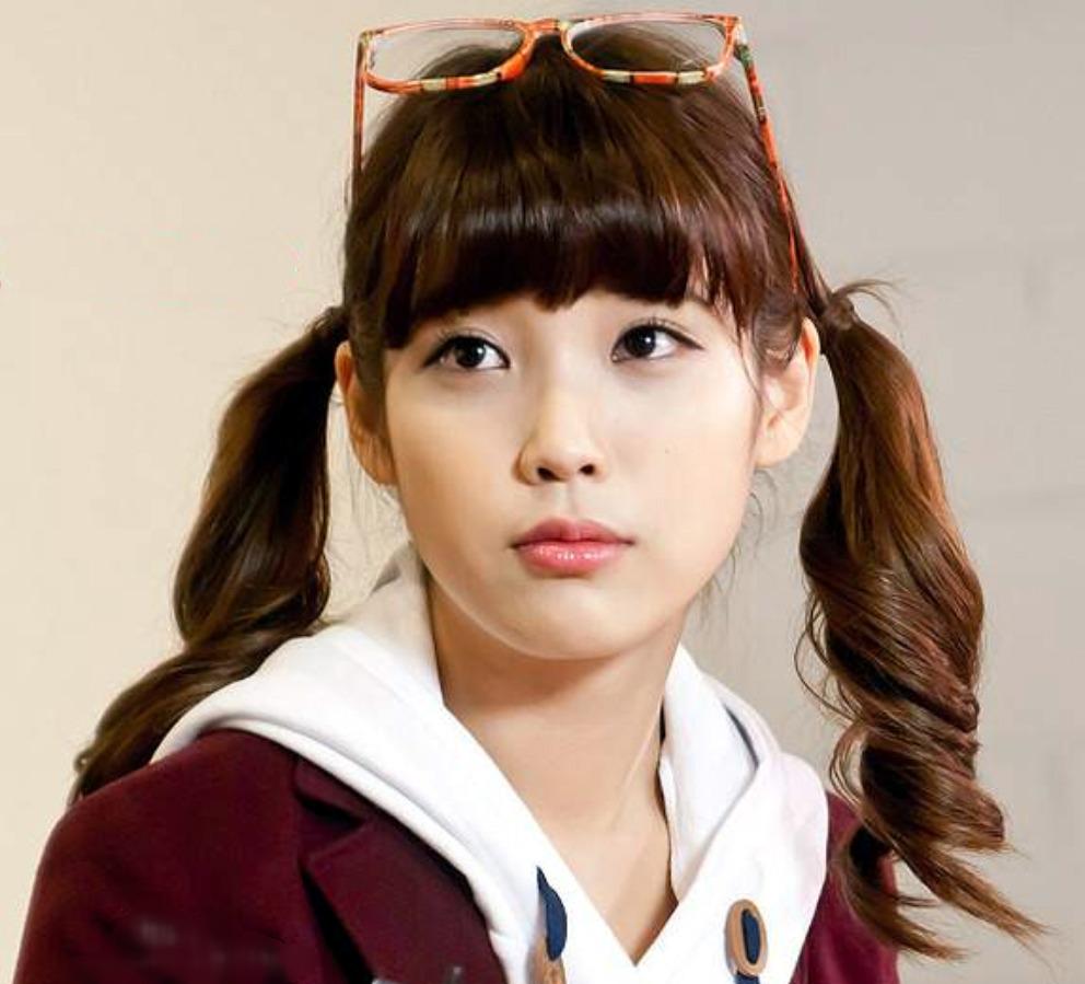 Iu Talented Korean Singer Okay Wallpaper